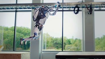 Роботы Boston Dynamics эффектно прошли полосу препятствий для паркура
