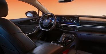 Группа Renault выкатила электроседан Mobilize Limo для сервисов такси