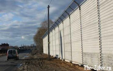 Что такое шумозащитный забор и какие у него достоинства?
