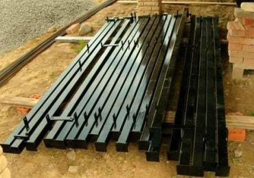 Где можно купить металлические, бетонные и деревянные столбы для забора дешево