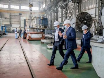 Роман Старовойт посетил два предприятия в Курчатовском районе