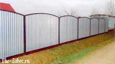 Как самостоятельно сделать забор из шифера и правильно его закрепить?