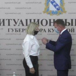 Курский губернатор наградил лучших учителей